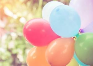 Ballons als Deko bei outdoor Party