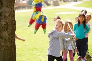 Mit Piñatas die Geschenk-Übergabe zum Spiel machen