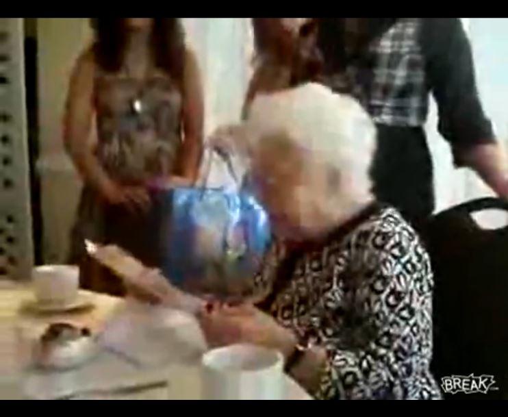 Oma feiert Geburtstag