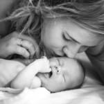 Schwarz-Weiß-Foto-Mutter-und-Baby