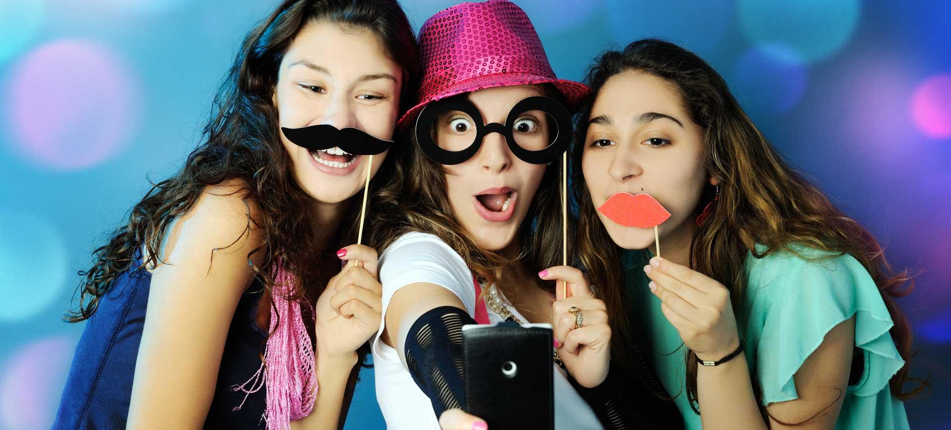 Lustiges Party-Video auf Geburtstagsfeier machen